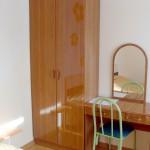 Шкаф и письменный стол